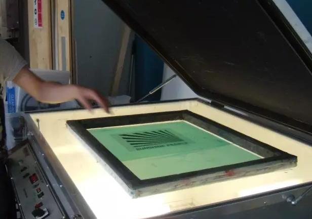 文化衫印制过程是怎么样的?字或图案是怎么印制到T恤上的?